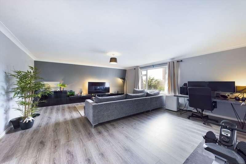 1 Bedroom Flat for sale in Western Road, Romford, RM1