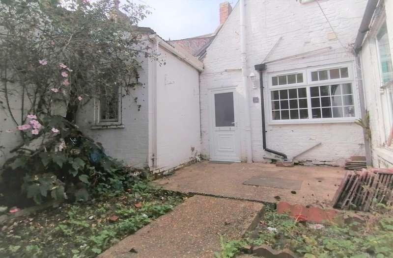 2 Bedrooms Maisonette Flat for rent in High Street, Kirton