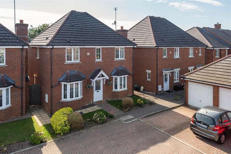 3 Bedrooms Detached House for sale in Barley Gardens, Winnersh, Berkshire, RG41 5JL