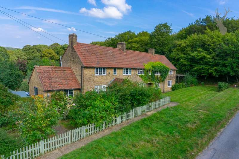 3 Bedrooms Cottage House for sale in Theydon Mount, Epping
