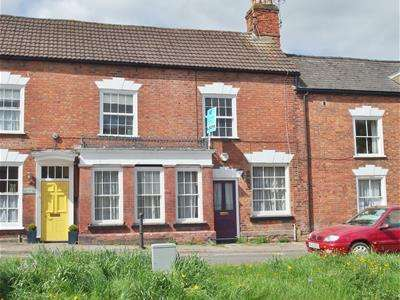 2 Bedrooms Terraced House for sale in High Street, Newnham