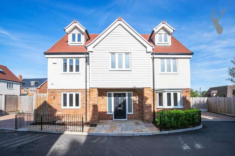 5 Bedrooms Detached House for sale in Oak Hill Road, Stapleford Abbotts, Romford