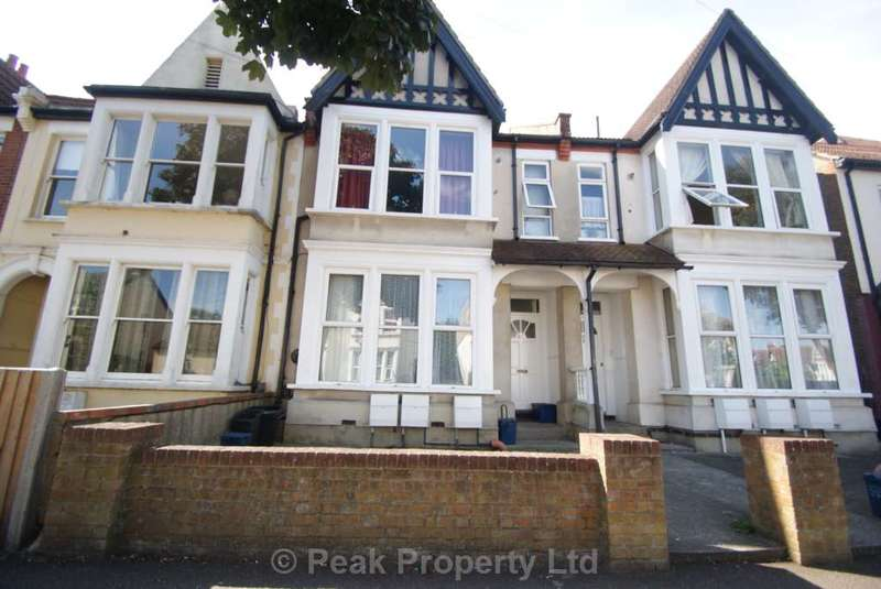 1 Bedroom Flat for sale in **PICK YOURSELF UP A BARGAIN** Lancaster Gardens, Southend On Sea