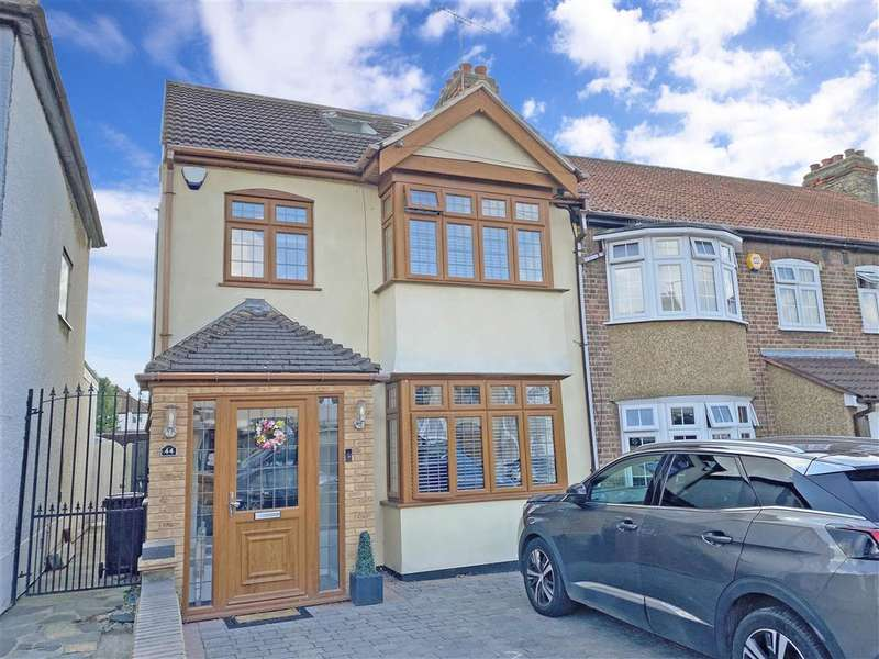 4 Bedrooms End Of Terrace House for sale in Marshalls Drive, , Romford, Essex