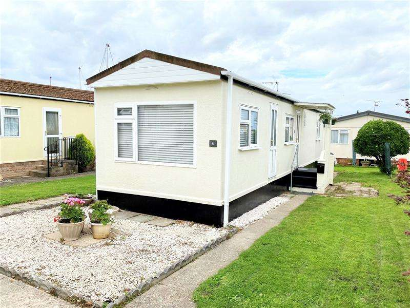 2 Bedrooms Retirement Property for sale in Pond Close, Tower Park, Hullbridge, Essex, SS5