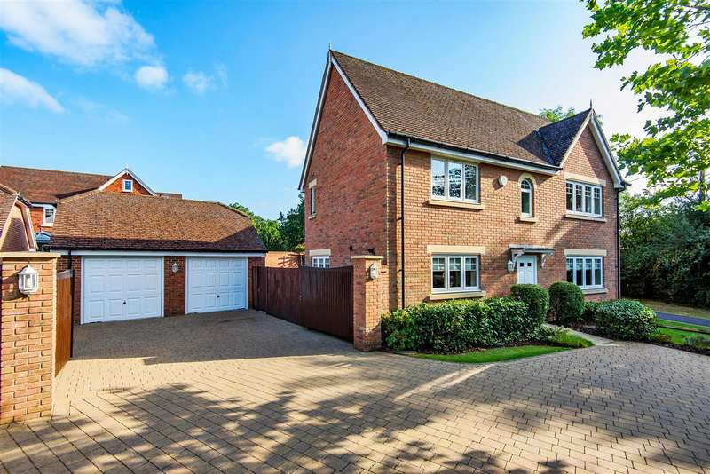 4 Bedrooms Detached House for sale in Carina Drive, Wokingham, Berkshire, RG40 1EF