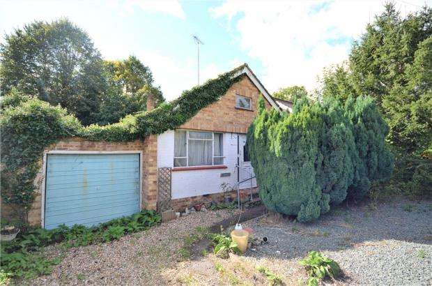 3 Bedrooms Detached Bungalow for sale in Forest End Road, Sandhurst, Berkshire