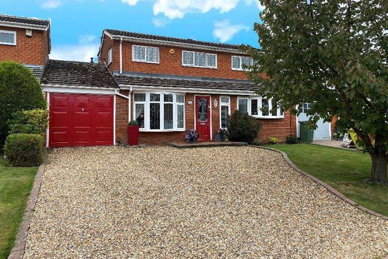 4 Bedrooms House for sale in Gaynesford, Lee Chapel, Essex, SS16