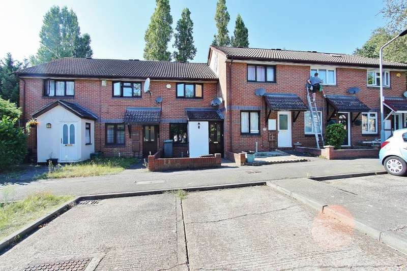 2 Bedrooms Terraced House for rent in Crucible Close, Romford, RM6