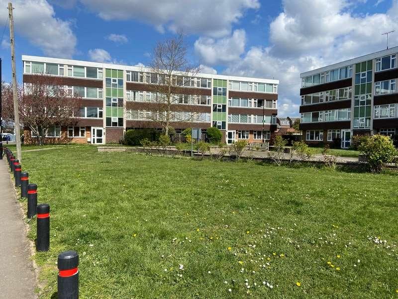 2 Bedrooms Flat for sale in Meadow Lane, Eton, Windsor, Berkshire, SL4