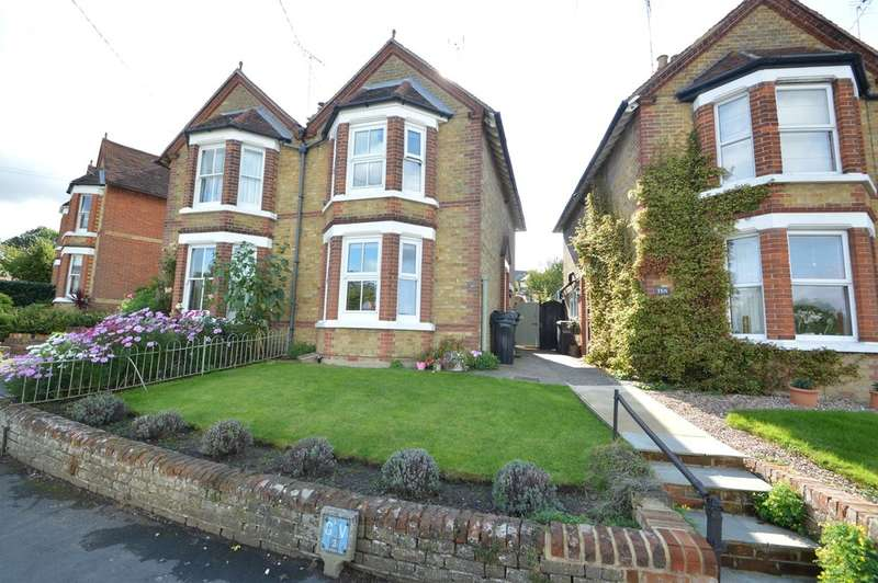 3 Bedrooms Semi Detached House for sale in Balls Chase, Halstead