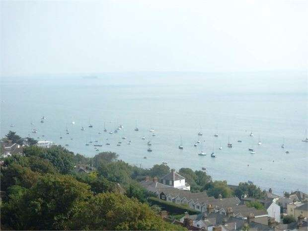 2 Bedrooms Flat for sale in St Clements Court East, Leigh on sea, Leigh on sea, SS9 2BS