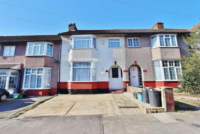 3 Bedrooms Terraced House for sale in Buxton Road, Newbury Park, Ilford, IG2