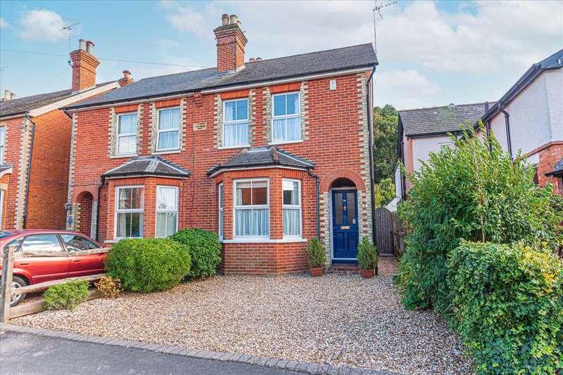 3 Bedrooms Semi Detached House for sale in Upper Broadmoor Road, Crowthorne