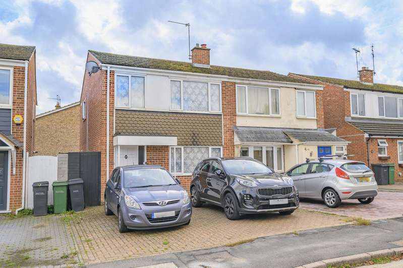 3 Bedrooms Semi Detached House for sale in Medley Road, Rayne, Braintree