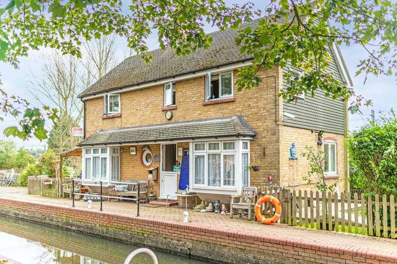 3 Bedrooms Detached House for sale in 'Roydon Lock House', High Street, Roydon, Harlow, CM19
