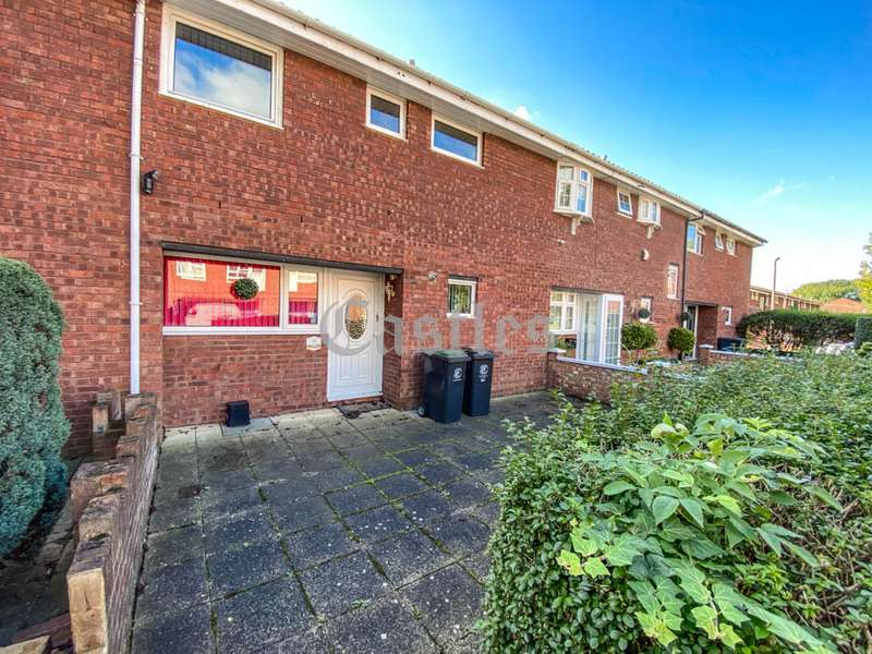 3 Bedrooms Property for sale in Winters Way, Waltham Abbey, Essex, EN9