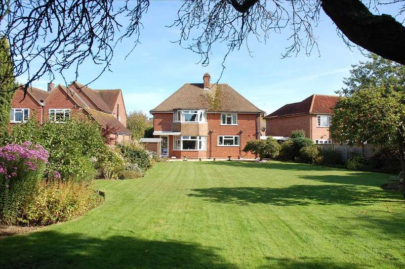 4 Bedrooms Detached House for sale in Tyrells Close, Chelmsford