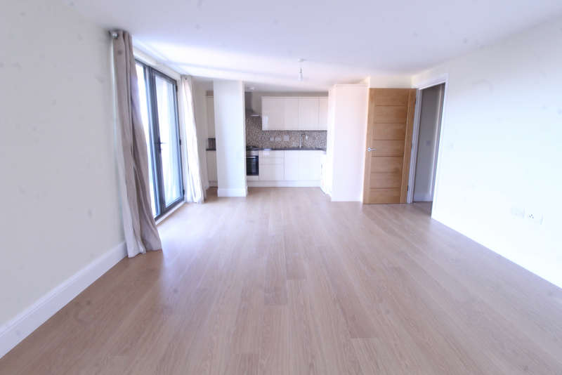 3 Bedrooms Flat for rent in Charter House, High Road, Ilford, IG1 1UF