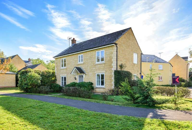 4 Bedrooms Detached House for sale in Desert Orchid Road, Prestbury, GL52