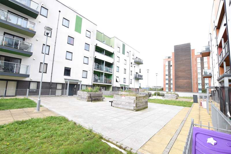 2 Bedrooms Flat for rent in Priory Court, Wideford Drive, Romford, RM7