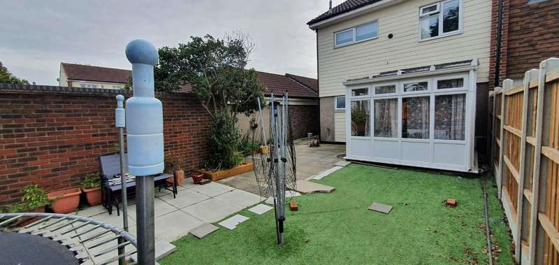 3 Bedrooms House for rent in Corfe Close, Pitsea, Basildon, SS13