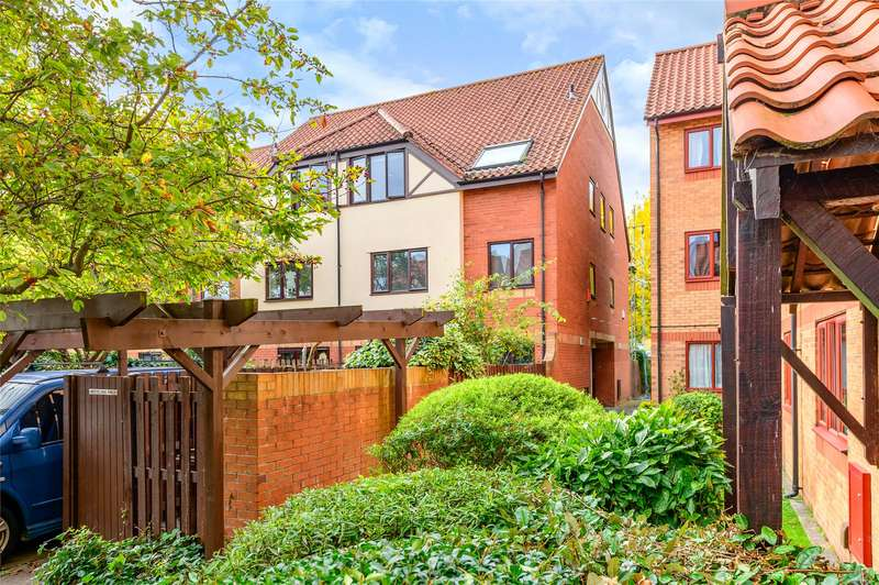 2 Bedrooms Flat for sale in Westbrooke Court, Cumberland Close, Bristol, Somerset, BS1