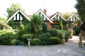 3 Bedrooms Detached Bungalow for sale in Links View Close, STANMORE