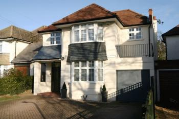 4 Bedrooms Detached House for sale in The Spinney, Stanmore