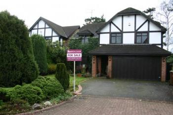 4 Bedrooms Detached House for sale in Woodward Gardens, STANMORE