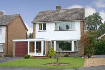 3 Bedrooms Detached House for sale in TETTENHALL. The Meadway.