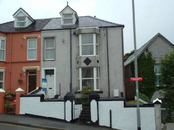 4 Bedrooms Semi Detached House for sale in HOLYHEAD