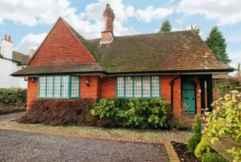 2 Bedrooms Detached Bungalow for sale in Gordon Avenue, Stanmore