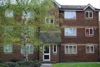 1 Bedroom Flat for sale in Greenslade Road, Barking