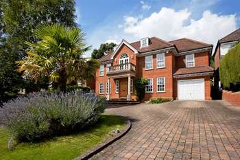 5 Bedrooms Detached House for sale in Aylmer Drive, Stanmore