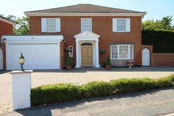 5 Bedrooms Detached House for sale in Grantham Close, Edgware