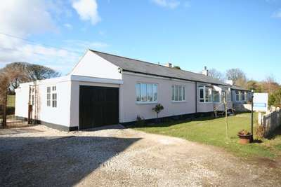 2 Bedrooms Detached Bungalow for sale in Moelfre, Anglesey
