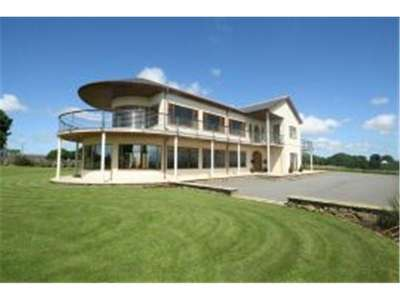 4 Bedrooms Detached House for sale in Rhostrehwfa, Anglesey