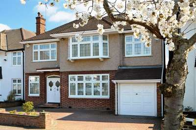 5 Bedrooms Detached House for sale in Orchard Drive, Edgware