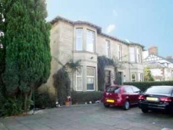 4 Bedrooms Semi Detached House for sale in Main Road, Elderslie