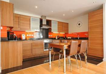 3 Bedrooms Flat for sale in Inspire Court, W7