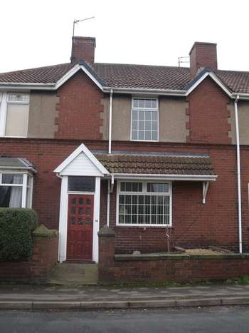 3 Bedrooms Terraced House for sale in DescriptionThree bedroom property situated in a popular residential area close to all local amenities and local bus routs.The accomodation briefley comprises of Lounge, Dining Room, Breakfast Kitchen, and shower room with wasbasin and WC. It has th