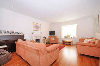 3 Bedrooms Detached House for sale in Woodbury Park Road, W13