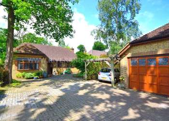 3 Bedrooms Detached Bungalow for sale in Beechwood Drive, Culverstone