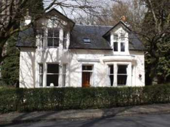 4 Bedrooms Detached House for sale in Low Road, Castlehead