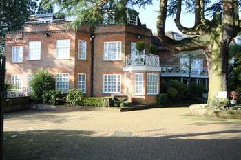 2 Bedrooms Flat for sale in Aylmer Drive, Stanmore