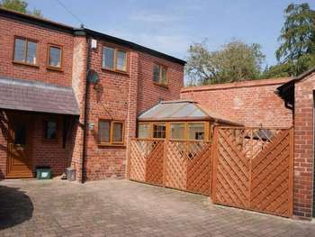 2 Bedrooms Semi Detached House for sale in Chester Road, Rossett, Wrexham