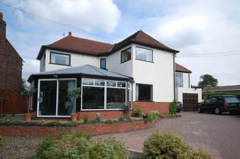 4 Bedrooms Detached House for sale in West Lane, Wakefield