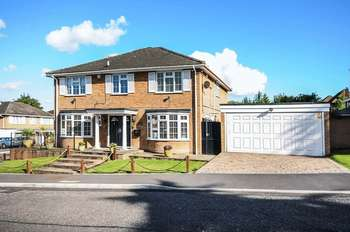 5 Bedrooms Detached House for sale in Leavesden Road, Stanmore