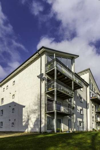 2 Bedrooms Flat for sale in Riverside Park, Blairgowrie, Perthshire, PH10 6GB
